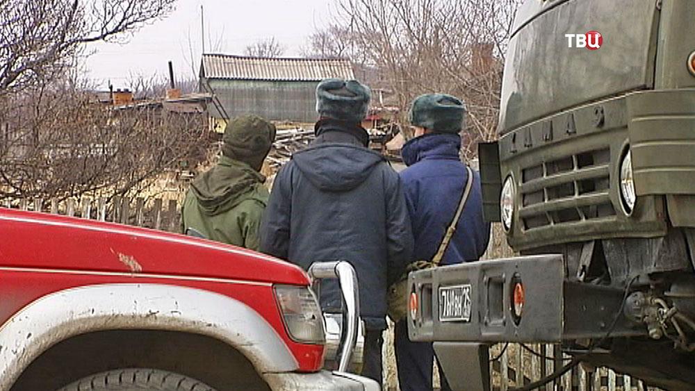 Военные эксперты на месте падения самолета
