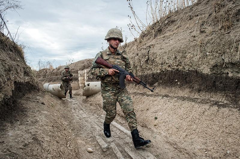 Военнослужащие армии самопровозглашенной Республики Нагорный Карабах на линии соприкосновения с вооружёнными силами Азербайджана