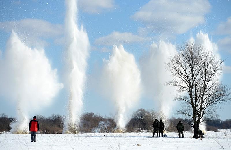 Взрывные работы по разрушению и рыхлению льда