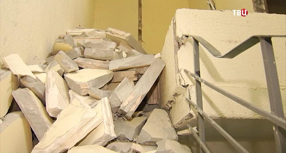 Обрушение стены в жилом доме