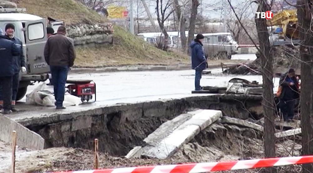 Крупный провал грунта в Ульяновске