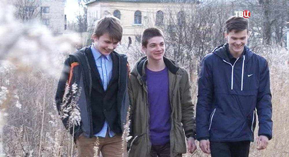 Ученики 9-го класса, спасли мужчин провалившихся под лед