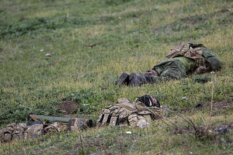 Тела солдат в зоне карабахского конфликта