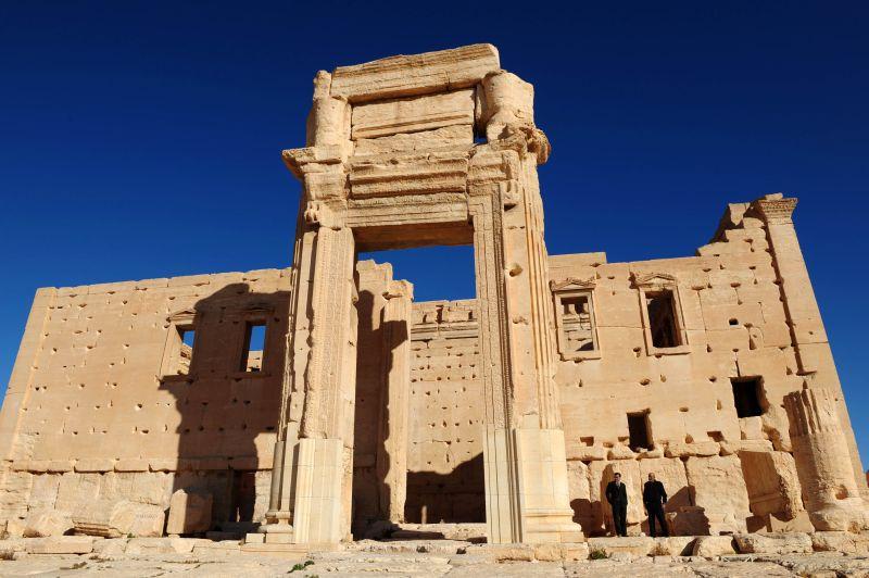 Туристы осматривают храм Бэла