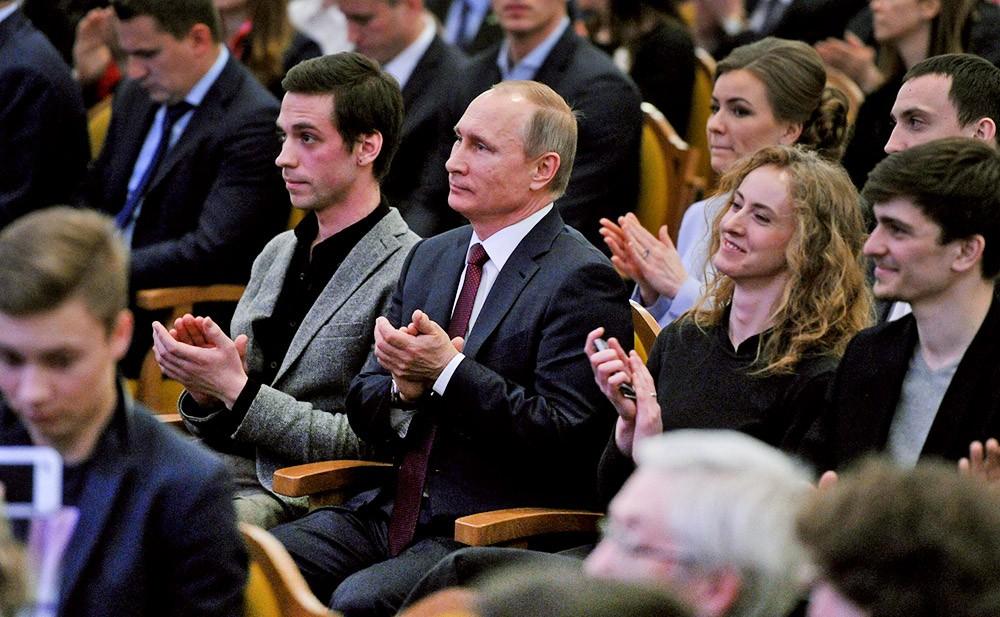 Владимир Путин на концерте