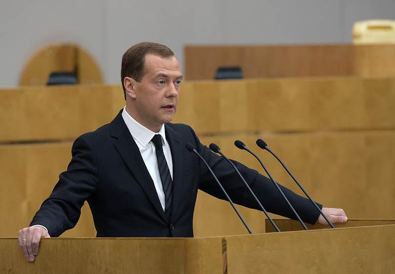 Председатель правительства РФ Дмитрий Медведев выступает с отчётом о результатах деятельности правительства РФ за 2015 год