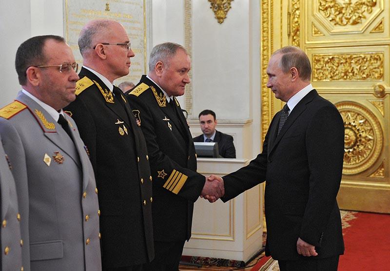 Президент России Владимир Путин на церемонии представления высших офицеров и прокуроров по случаю их назначения на вышестоящие должности