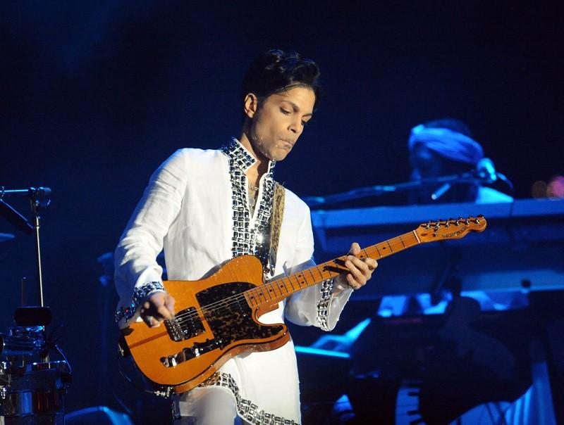 Со второй пластинкой со скромным названием Prince его имя услышала вся Америка, а песня I Wanna Be Your Lover стала первым большим хитом Принса.