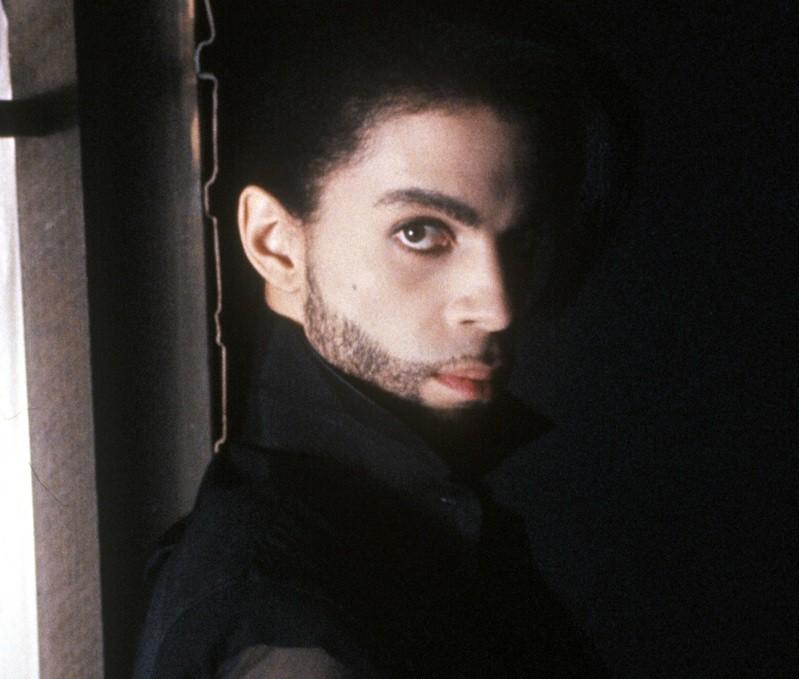 21 апреля 2016 года по неустановленной пока причине ушел из жизни американский певец Принс, долгое время уступавший в популярности лишь Майклу Джексону.