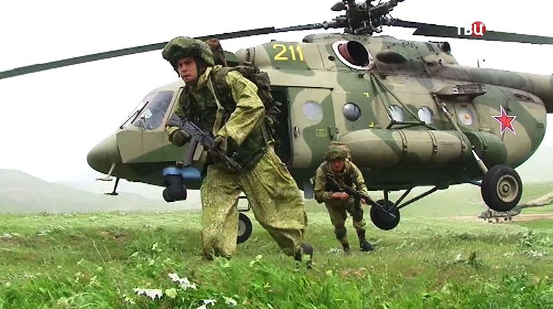 Высадка десанта с вертолета Ми-8