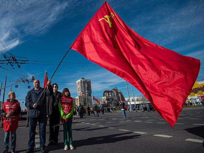 Участники митинга коммунистов в Москве