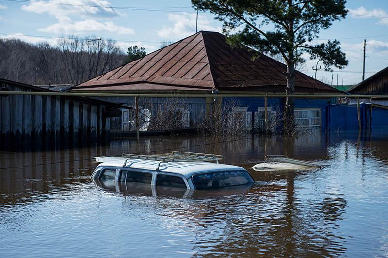 Затопленные в результате паводка автомобили