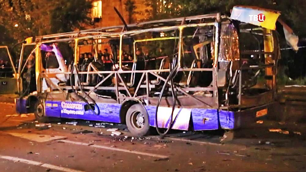 Последствия взрыва автобуса в Ереване