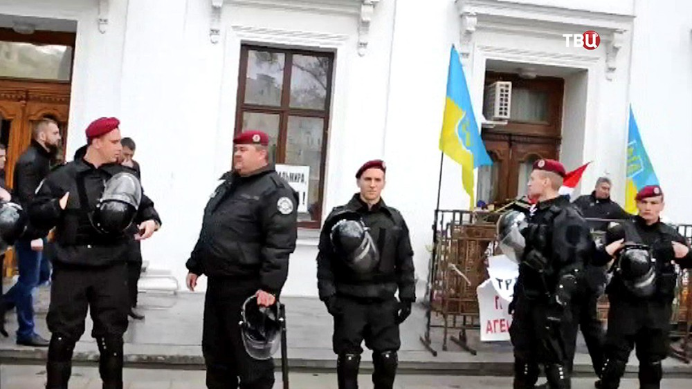 Украинская полиция во время беспорядков в Одессе