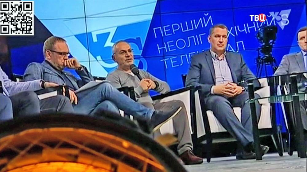 Журналист Савик Шустер на телепередаче