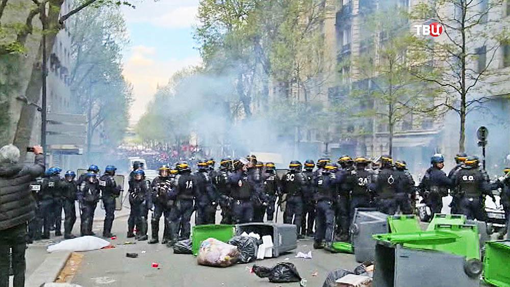 Полиция Франции пресекает уличные беспорядки