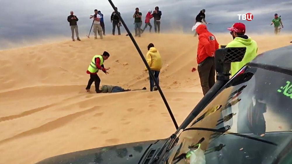 На ралли грузовик переехал человека