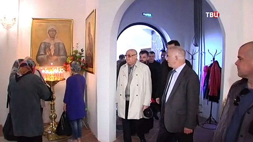 Виктор Ресин посетил храм святой блаженной Матроны Московской