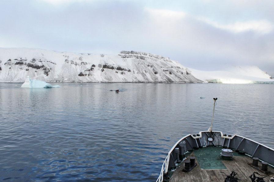 Судно в Арктике