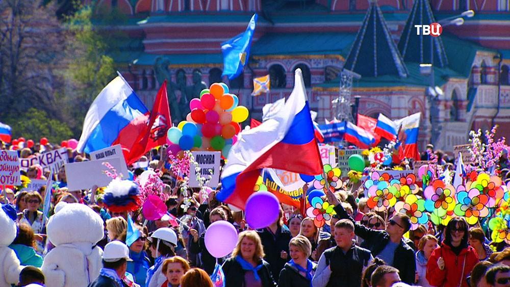 Участники первомайской демонстрации профсоюзов на Красной площади