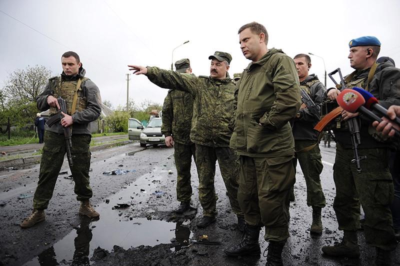 Глава ДНР Александр Захарченко (на первом плане)