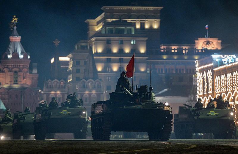 Боевые десантные машины БМД-4М на репетиции военного парада