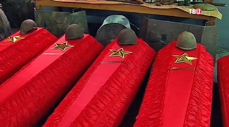 На месте захоронения солдат Красной армии в Ростовской области