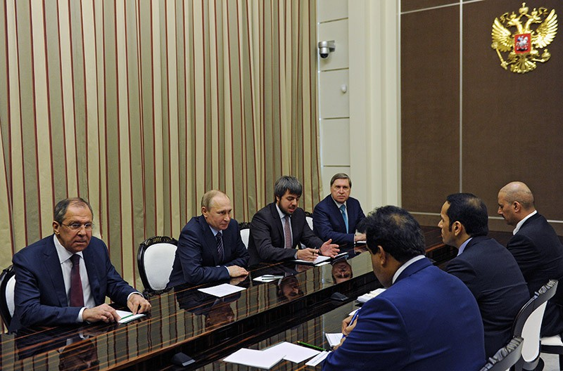 Президент России Владимир Путин во время встречи с министром иностранных дел Катара Мухаммедом Аль Тани