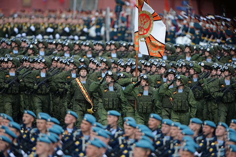 Парадные расчеты военнослужащих на генеральной репетиции военного парада, посвященного 71-й годовщине Победы в Великой Отечественной войне