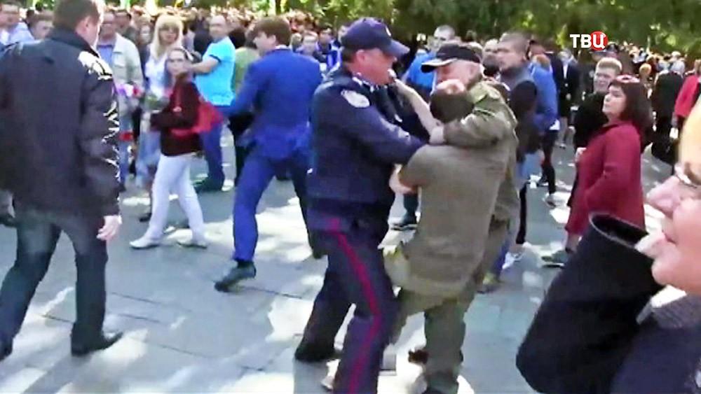 Украинские радикалы напали на ветеранов ВОВ в Николаеве и Харькове