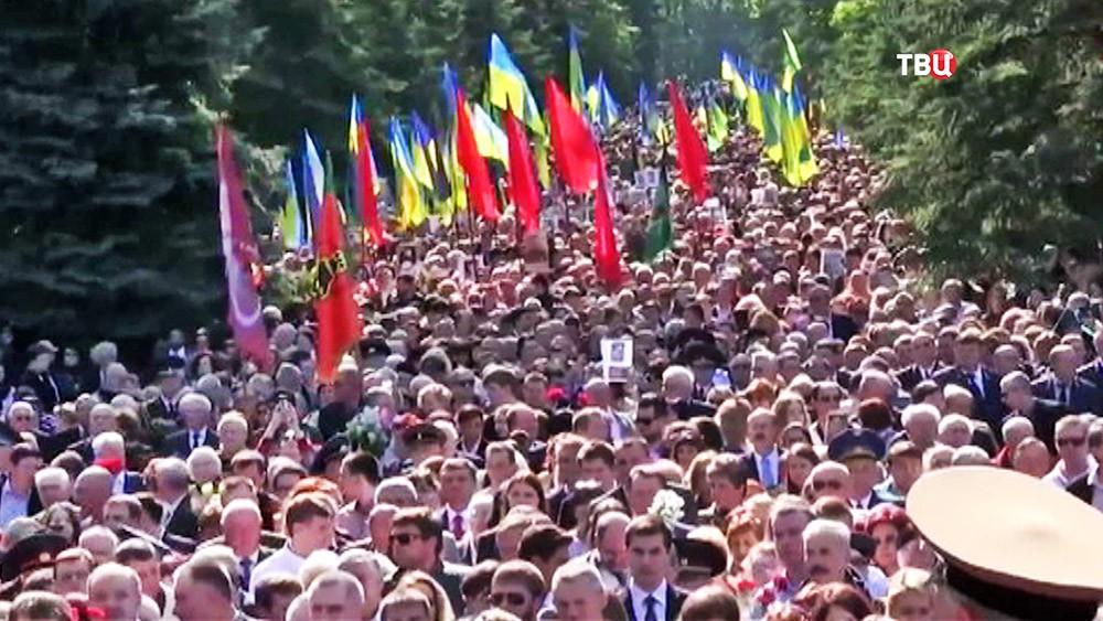 """Шествие """"Бессмертного полка"""" на Украине"""