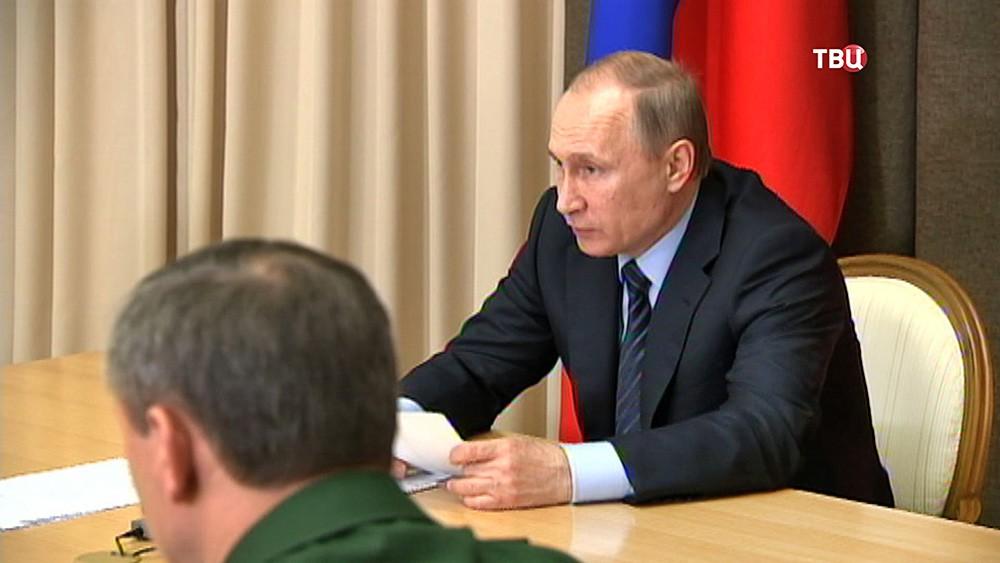 Президент России Владимир Путин на совещании с руководством Минобороны и представителями предприятий ОПК