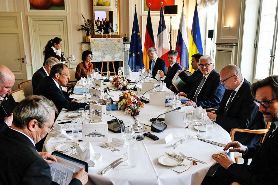 """Главы МИД """"нормандской четверки"""" обсуждают выполнение Минских соглашений"""