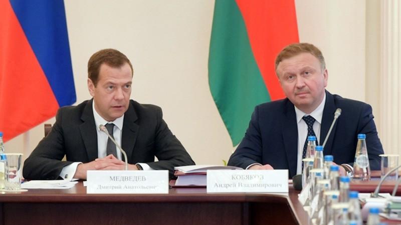 Председатель правительства РФ Дмитрий Медведев и премьер-министр Белоруссии Андрей Кобяков