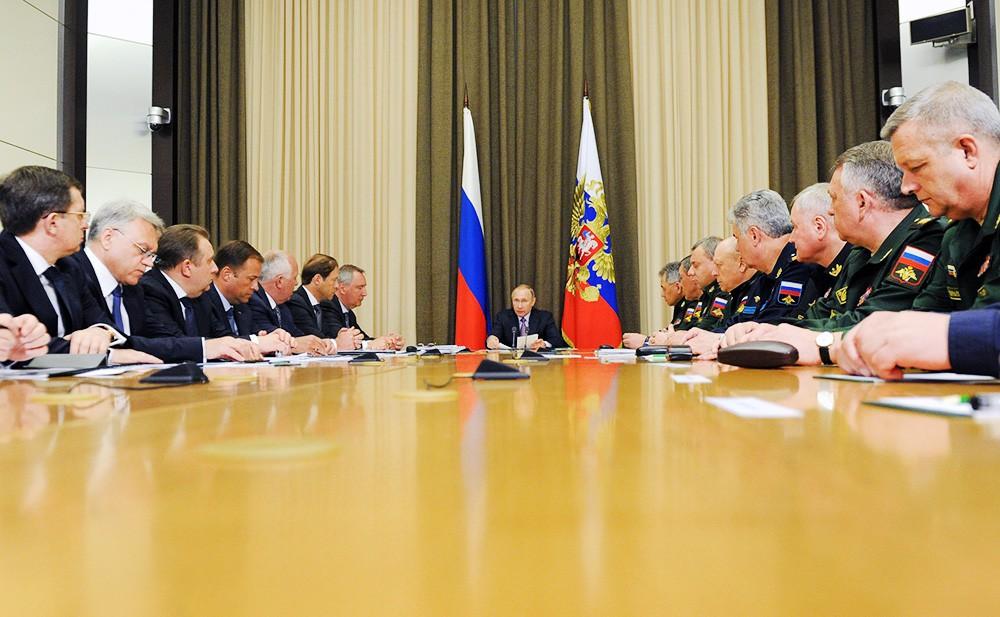22 Путин пообещал развивать оборонные предприятия