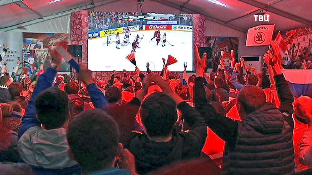 Российские болельщики смотрят чемпионат мира по хоккею