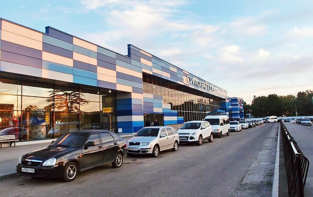 Здание аэропорта в Симферополе