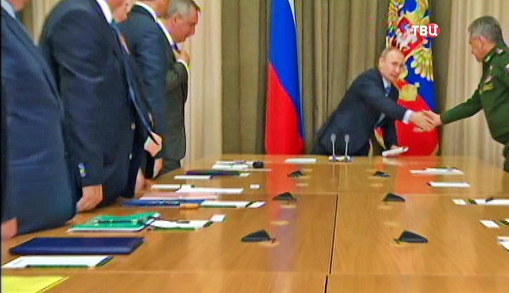 Владимир Путин провел совещание с руководящим составом Минобороны и ОПК