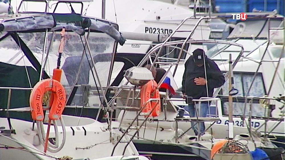 Россия требует от КНДР освобождения яхты со спортсменами