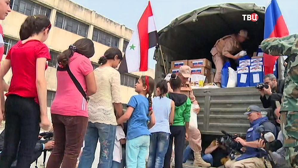 Российские военные доставили гумпомощь в Сирии