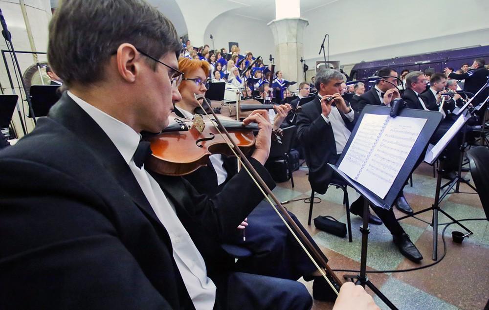 """Ночной оперный концерт на станции метро """"Кропоткинская"""""""