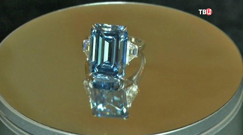 Редкий голубой бриллиант