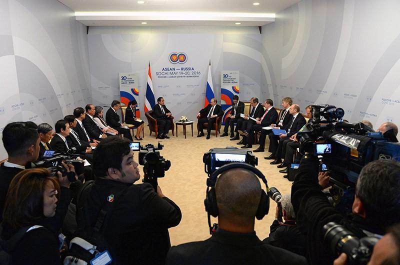 Президент Российской Федерации Владимир Путин и премьер-министр Королевства Таиланд Прают Чан-Оча