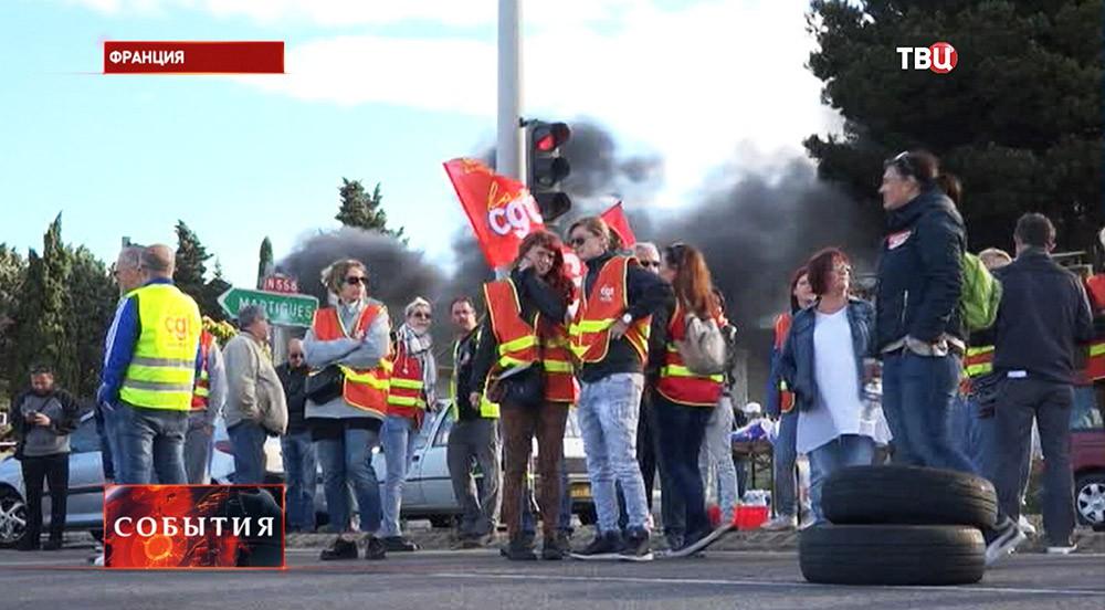 Участники митинга во Франции