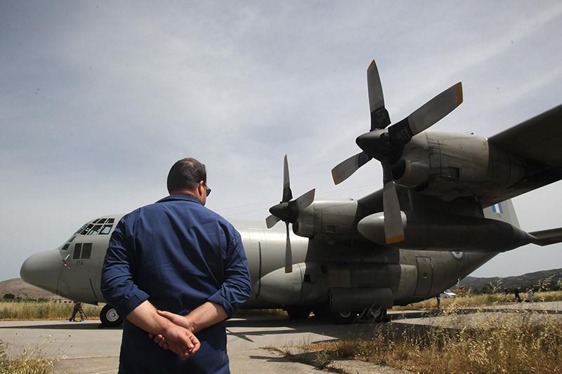 Самолет С-130 ВВС Греции принимающий участие в поиске самолета Airbus A320 авиакомпании EgyptAir