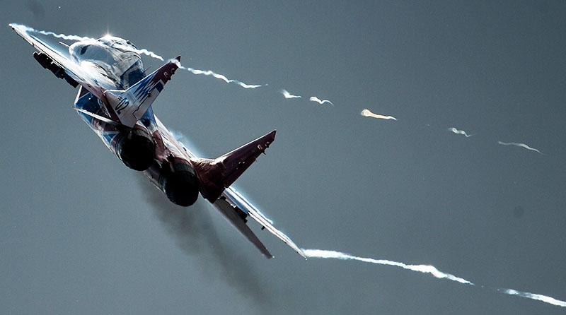 """Истребитель МиГ-29 пилотажной группы """"Стрижи"""""""