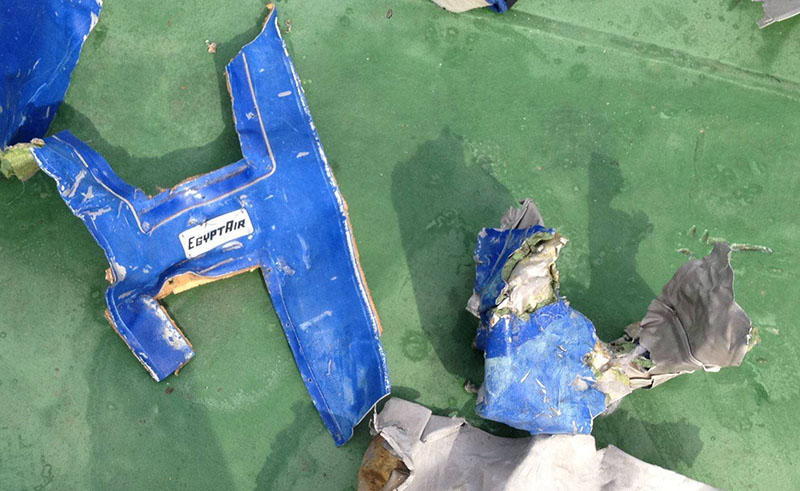 Обломки самолета Airbus A320 авиакомпании EgyptAir рейса 804
