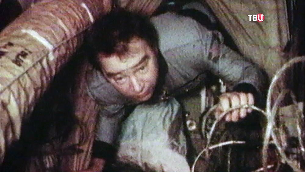 Космонавт Георгий Гречко на орбите