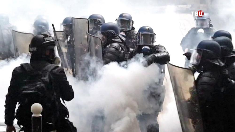 Полиция Франции разгоняет митинг