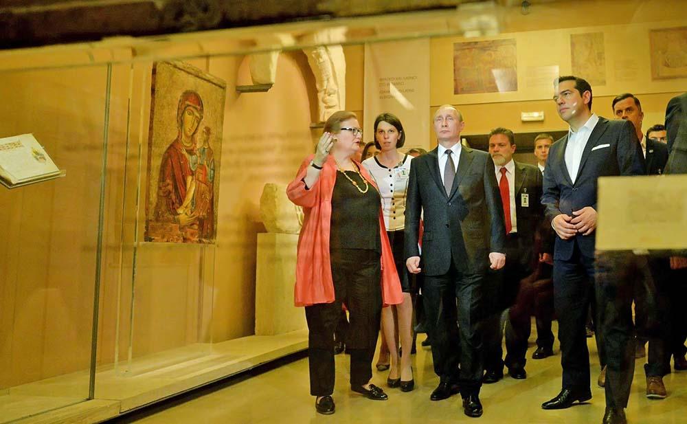 Владимир Путин и Алексис Ципрас во время посещения Музея византийского и христианского искусства Афин